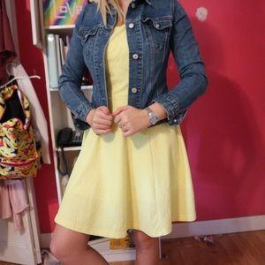 Adorable yellow dress!